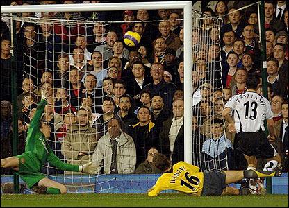 Tomasz Radzinski scores Fulham's second