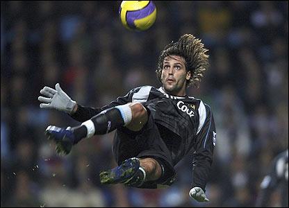 Georgios Samaras attempts an overhead kick