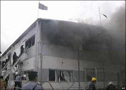 Tonga's government offices burn in Nuku'alofa on 16 November 2006