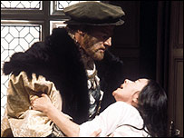 Keith Michell as King Henry VIII and Dorothy Tutin as Anne Boleyn in 'The Six Wives of Henry VIII'.