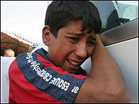 Joven irak� llorando.