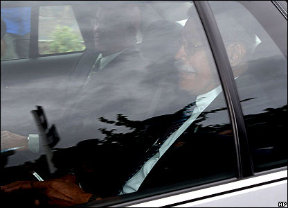 PM Laisenia Qarase leaves Government House in Wellington, New Zealand, on 29 November 2006