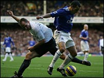 Everton's Leon Osman shrugs off Bolton defender Henrik Pedersen