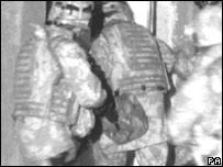 Tropas británicas en Basora.