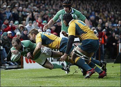 Geordan Murphy dives for the corner