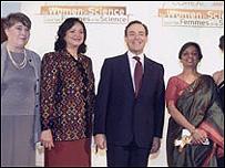 د.نجوى عبد المجيد --الثانية من اليسار