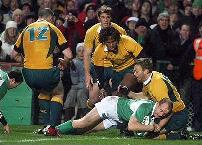 Denis Hickie scores Ireland's opening try