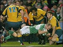 Denis Hickie scores for Ireland
