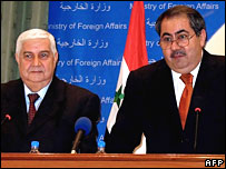Syrian foreign minister Walid Moualem (l) and Hoshyar Zebari (r) speak in Iraq