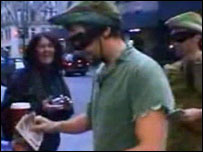 British pranksters handing out cash in Manhattan (Image: YouTube.com)