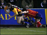 Kevin Morgan crosses for a try against Bucuresti