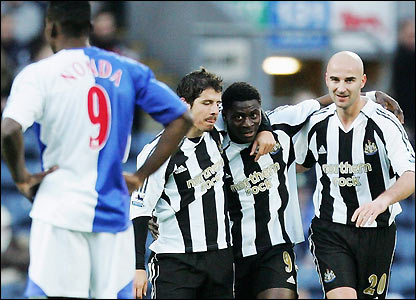 Obafemi Martins celebrates with Emre and Antoine Sibierski