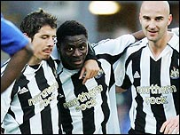 Obafemi Martins (centre)