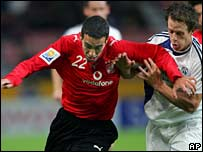 Ahly's Mohamed Aboutrika and Auckland City's Chad Coombes