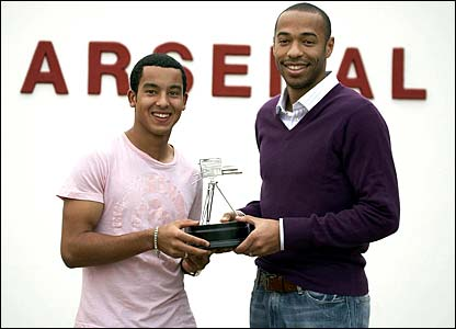 Thierry Henry presents Theo Walcott with the Young Sports Personality of the Year award