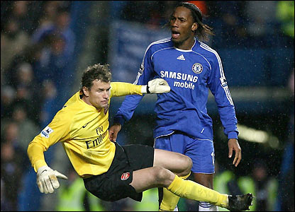 Jens Lehmann clashes with Didier Drogba