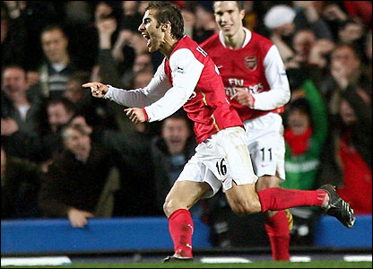 Flamini and Van Persie celebrate