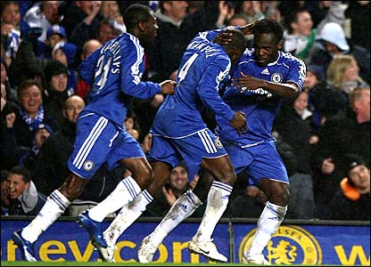 Shaun Wright-Phillips and Claude Makelele congratulate Michael Essien