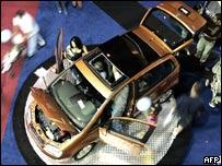 Feria de automóviles en Caracas.