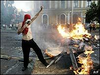 Oponentes a Pinochet armaron una barricada en Santiago