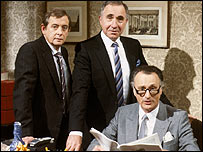 (l-r) Derek Fowlds as Bernard Woolley , Nigel Hawthorne as Sir Humphrey Appleby, and Paul Eddington as minister Jim Hacker