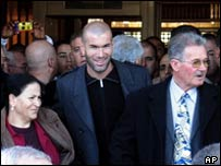 Zinedine Zidane with his mother Malika and father Smail