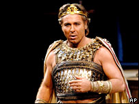 Roberto Alagna during rehearsals of Aida