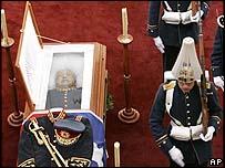 El cuerpo de Pinochet es velado en la Escuela Militar de Chile.