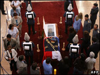 Mourners file past Gen Pinochet's coffin in Santiago