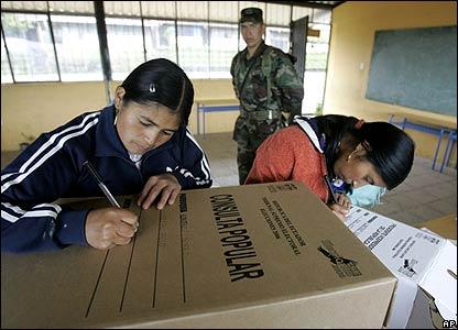 Preparaciones para la segunda vuelta en Ecuador