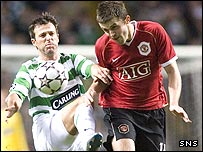 Maciej Zurawski and Michael Carrick compete at Celtic Park