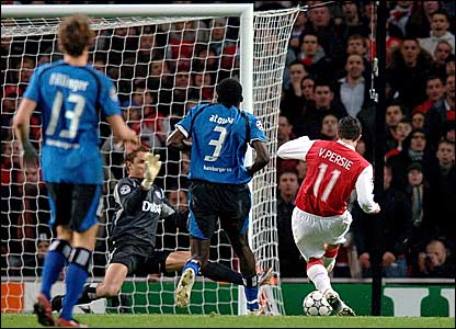 Robin van Persie (right) scores Arsenal's equaliser