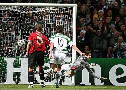 manchester United keeper Edwin van der Sar fails to save Shunsuke Nakamura's free-kick