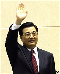 President Hu waves after keynote address in Delhi