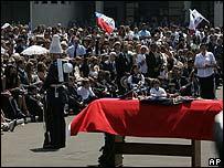 Féretro de Pinochet durante la misa