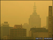 Melbourne blanketed by thick smoke from bush fires on 13 December 2006