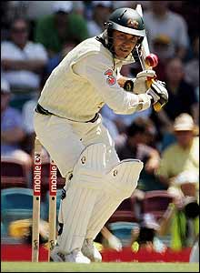 Justin Langer keeps a close eye on a bouncer