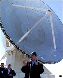 President Vicente Fox in front of the telescope