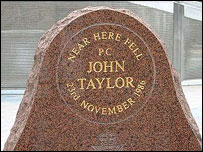 Monument to Pc John Taylor at Kingsway (pic:www.thepotteries.org)