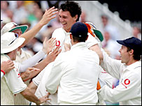 Gary Pratt celebrates with his England team-mates after running out Australia captain Ricky Ponting at Trent Bridge