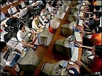 Посетители китайского интернет-кафе