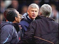 Arsene Wenger confronts Alan Pardew