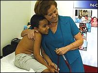 Niño asistido por el programa ProCriança Cardiaca en Rio de Janeiro, Brasil
