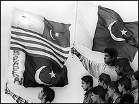 Residents of Bradford with Pakistani flag