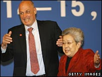 US Treasury Secretary Henry Paulson (L) and Chinese Vice Premier Wu Yi (R)