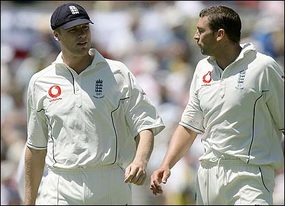 England skipper Andrew Flintoff consults with Harmison