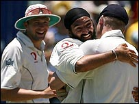 Panesar gets a big hug from Flintoff while Harmison (4-48) looks on