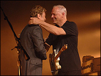 David Gilmour (izq) con David Bowie.