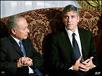 Egyptian Foreign Minister Ahmed Aboul Gheit (l) and George Clooney