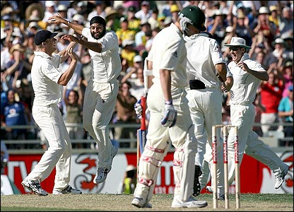 Panesar celebrates removing Brett Lee